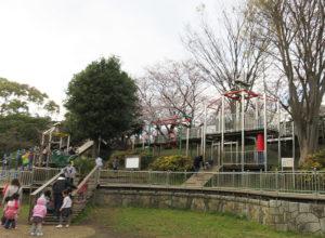 岸根公園でも、子どもたちに人気の「忍者トリデ」がすでに使用休止となっている