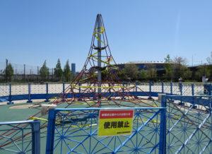 遊具の使用が禁止となっている新横浜公園(2020年4月)