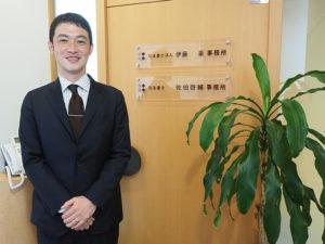 新横浜2丁目にある「司法書士 佐伯啓輔事務所」の佐伯啓輔(けいすけ)さん。2005年9月から新横浜で勤務、2012年4月に独立開業した