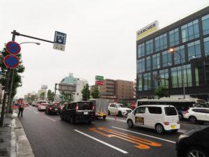 陥没現場では復旧工事のため鶴見行き方面が「1車線」のみとなっていたことから渋滞も(11時30分ごろ撮影)