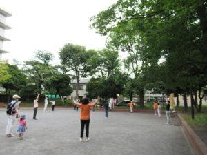 広々とした大豆戸桜田公園で毎月1日ラジオ体操を行うことができる(雨天時は中止)