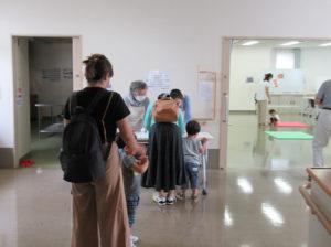 未就園児とその保護者を対象としたイベント「まめのきひろば」が6カ月ぶりに開催された(大豆戸地域ケアプラザ多目的ホール、9月1日10時頃)
