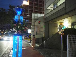 夜の新横浜の街を鮮やかに、そして華やかに彩る(9月4日20時ころ)
