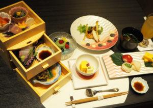 ランチタイムのコース料理「昼懐石 舞(まい)」のイメージ(3000円、税別・サービス料込)。ユネスコ無形文化遺産としての和食料理に、「ぎん」らしさを加えた華やかな融合を楽しめる