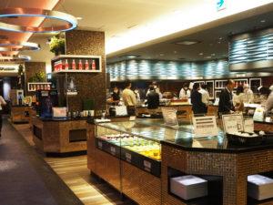 新しいスタイルで再オープンした新横浜プリンスホテル2階の「ブッフェダイニング ケッヘル」(9月15日開催の内覧会時)