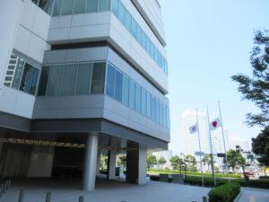 横浜市役所(写真)がある中区が対人口比では感染者数が最多(9月25日現在)であることはあまり報道されていない