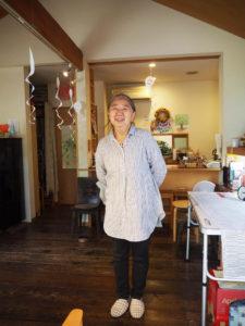 「ぜひ大倉山記念館で開催されるイベントにお越しください」と鈴木さん(街カフェ大倉山ミエルで、10月26日)