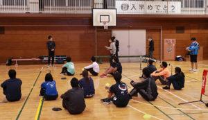 区内公立小学校の全26校から1人ずつの教員が集まり講習会がスタート。慶應義塾大学や日本テニス協会との「つなぎ役」となった港北区区政推進課の担当者も来訪していた