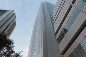 感染者の増加が止まらない横浜市(写真は中区にある横浜市役所、イメージ)