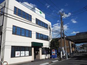 新羽町の宮内新横浜線近く、新羽駅から徒歩約4分の「宮崎通信」。パソコン救急センターで個人・法人のパソコントラブルに対応している