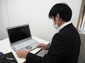 """最近では薄型のノートパソコンも増えて、""""ネジ""""を使用していないケースも多く、修理がより難しくなっているという。バッテリーが取り外ししにくいケースも増えているとのこと"""