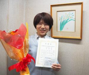 もう一人の著者・林宏美さんも、感謝状の贈呈や「おすすめ本紹介カード」の区内学校への配布を喜んでいた