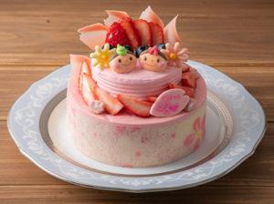 正面から見たケーキ。苺のショートケーキと、クリームブリュレ入りのミックスベリームースの二層構造となっている(同ホテルのサイトより)