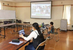 師岡地区では、小学生対象の月1回の「師岡こども学習会」を開催、大学生ボランティアや地域の運営スタッフが協力しオンラインでも行われた(ひっとプランの素案より)