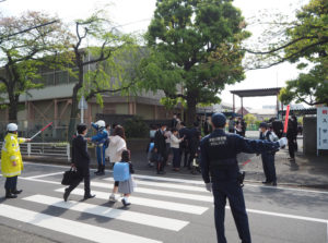 大豆戸小学校では111人(4クラス)の児童を新たに迎え入れた