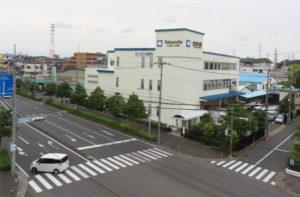 宮内新横浜線(手前)は、この春に高田まで4車線で開通し、より便利になった。首都高速道路「横浜北線(きたせん)」など主要高速道路へのアクセスも良好のため、企業の進出も目立つ