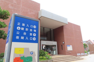 ワクチンの集団接種が行われている港北公会堂(大豆戸町)