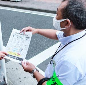 新横浜駅周辺の繁華街で行われた「夜間合同啓発指導」の様子(7月15日)