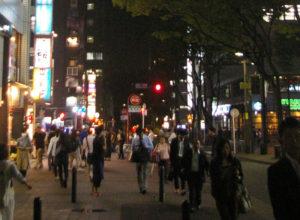 「コロナ禍」以降、客引きがエスカレートしているケースも見られるという(コロナ禍前の新横浜の繁華街、イメージ)