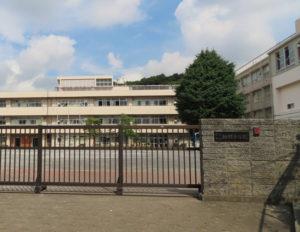 「日産スタジアム」に一番近い小学校「城郷小学校」。最右の建物が授業が行われた体育館