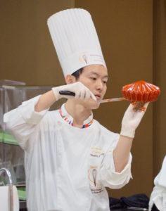 オーナーパティシエの菅原さんは国内外の洋菓子大会でも多くの賞を受賞してきた(同店のFacebookページより)