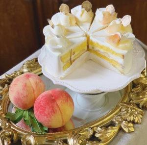 今年(2021年)7月に販売された綱島・池谷桃園で採れた「白鳳」を使用したケーキ(同店のツイッターより)