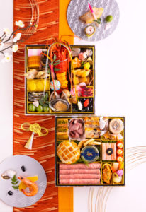 和洋二段重おせちの「恵比寿」は一段目に日本料理、二段目にフランス料理を配している(新横浜グレイスホテル提供)